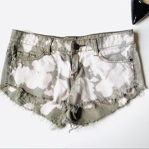 BDG Distress Bleached Jean Shorts 💚